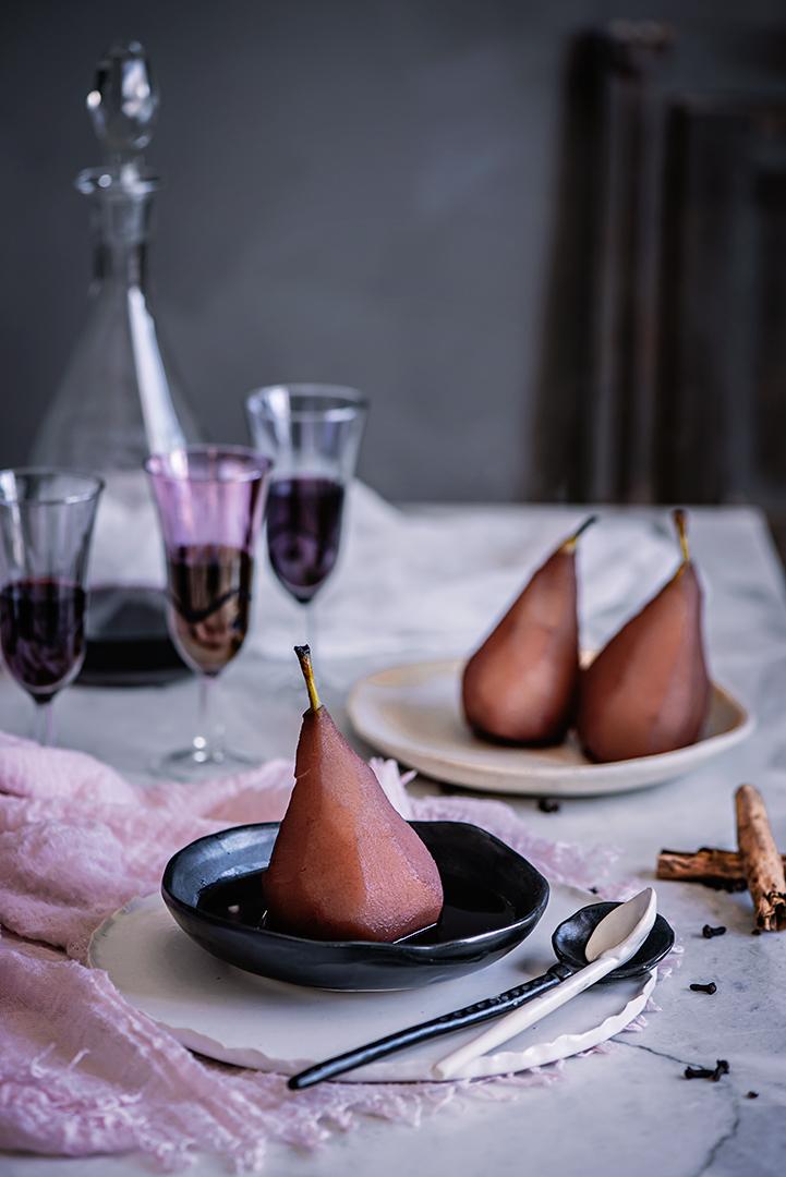 cómo preparar peras escalfadas al vino tinto