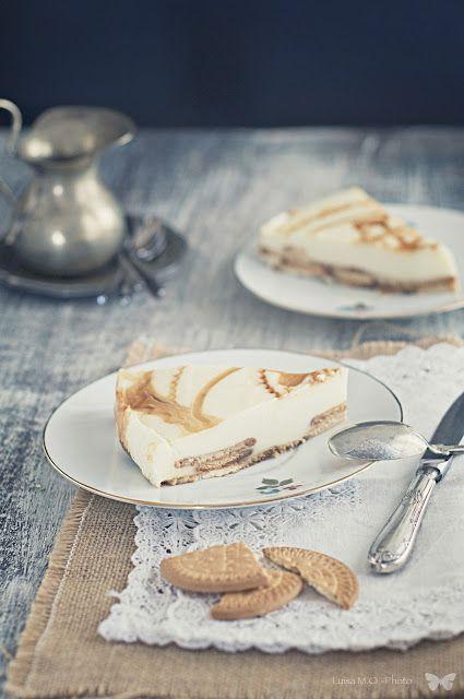 Una rica tarta para el fin de semana,  Tarta de chocolate blanco y galletas.