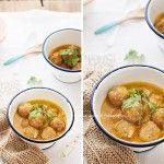 Albóndigas caseras con salsa al curry.
