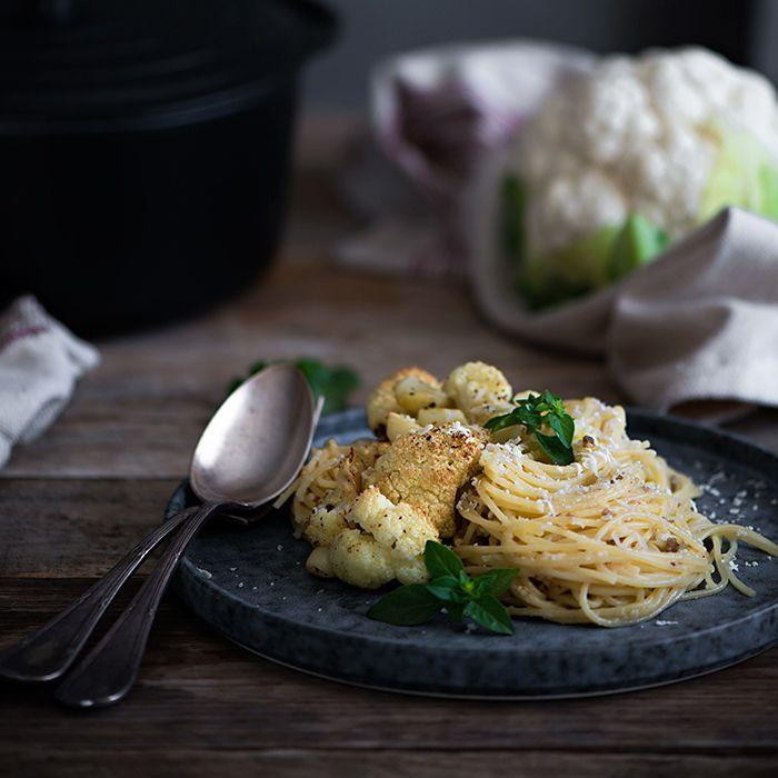 Espaguetis con coliflor asada