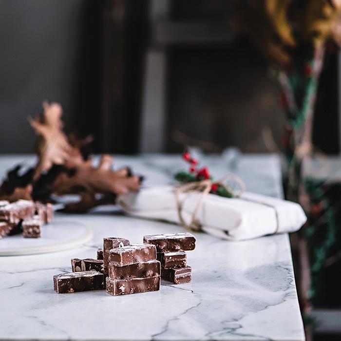 Turrón de chocolate casero con almendras